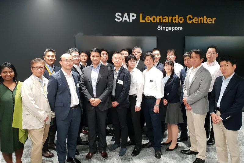 SAPシンガポール社に8名で視察旅行