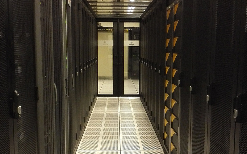素材、バイオ、エレクトロニクスの業界最大級のメーカー様より輸出・輸入・三国間貿易システムTOSS-SPを副基幹システムとして大型受注。<br>社内のDX対応にTOSSシステムが大きく貢献。
